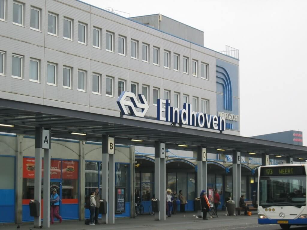 Φθηνές πτήσεις προς Eindhoven