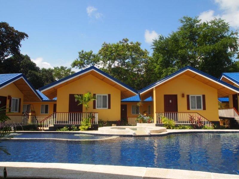 Hotel Blue Lagoon Inn & Suites